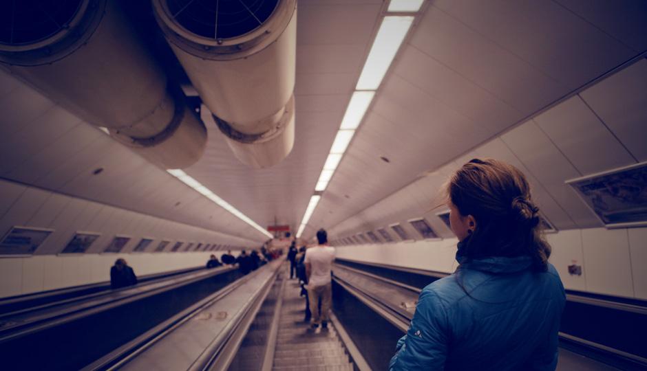 Ein wahres Highlight: Die Fahrt mit der Metro. Auf endlos langen Rolltreppen fährt man hinab und verliert jedes Gefühl für oben und unten.