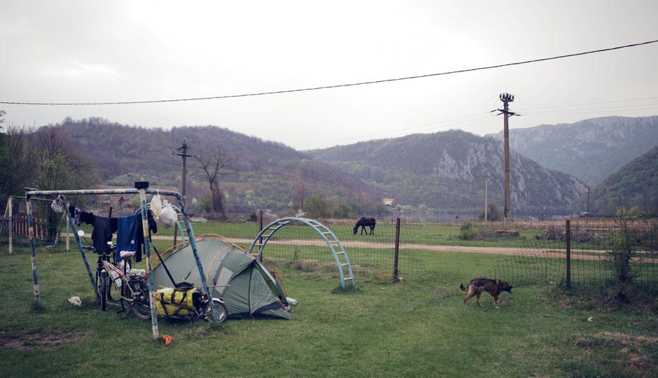 Unser Zeltplatz. Wofür so ein Fußballtor doch gut ist!