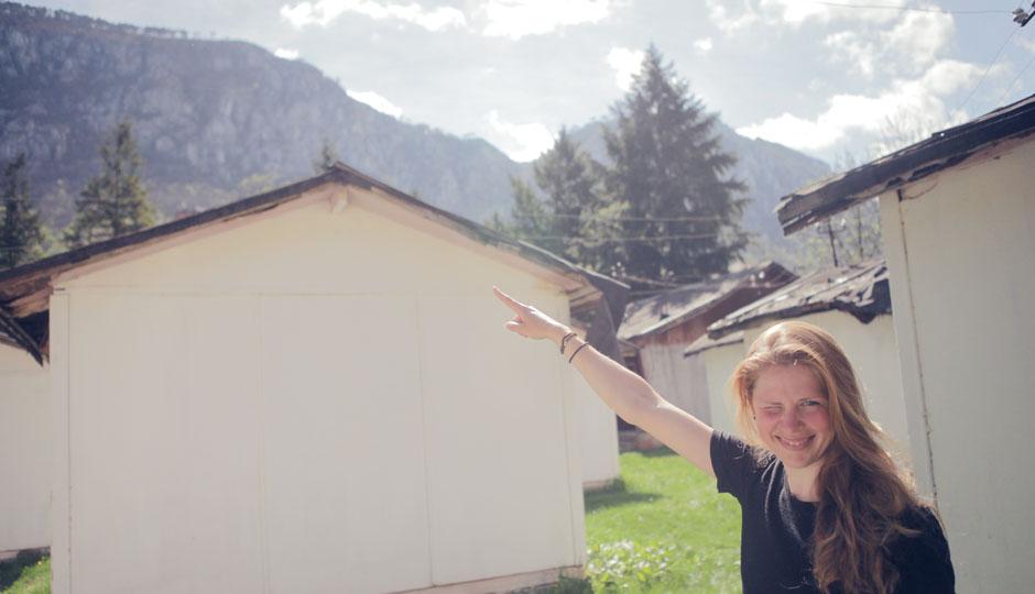 Lorena freut sich über die schöne Aussicht, dir wir einen Tag später auf dem Gipfel gehabt hätten.