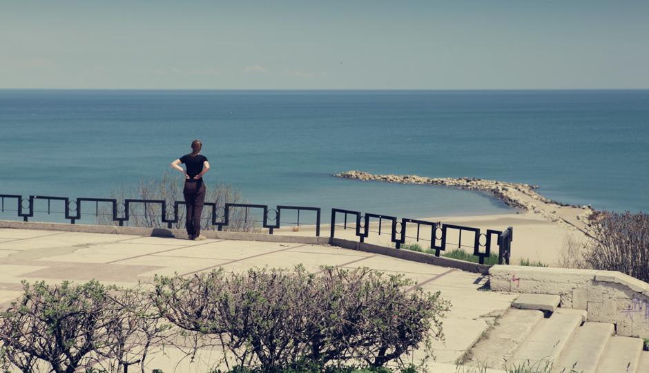 Erst am nächsten Morgen und bei Sonnenschein werfen wir nach 2737 mit dem Rad gefahrenen Kilometern am 21. April 2012 einen ersten Blick auf das Schwarze Meer.