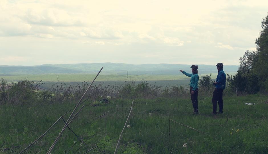 """Aussicht auf die Wälder von Bulgarien. """"Da hinten müssen wir lang!"""""""