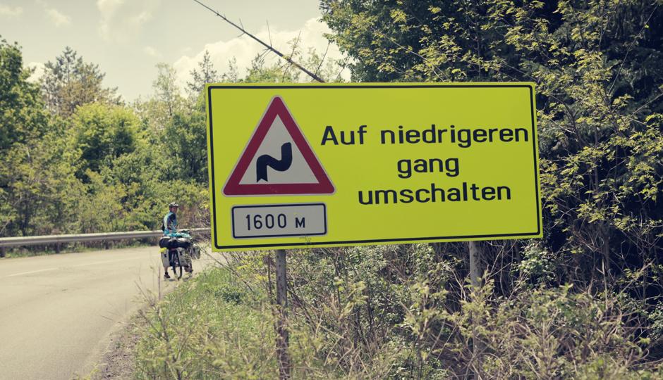 Ich kann nicht weiter runter schalten!!!!! (Und warum ist das Schild auf Deutsch?)
