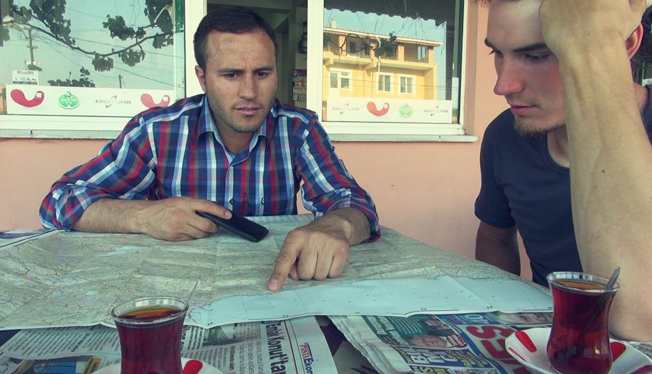 Suat berät uns, welche Route durch die Türkei für Fahrräder geeignet sein könnte.