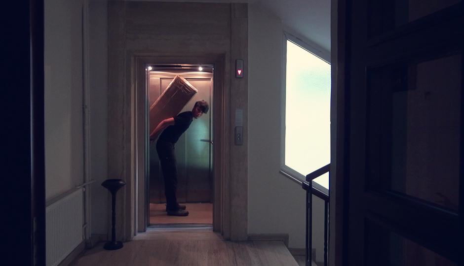 Die Hotelangestellten schauen etwas verwirrt aus der Wäsche als wir mit dem riesigen Karton aus unserem Hotelzimmer kommen...