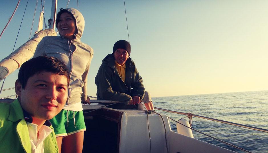 Die Tochter des Firmenchefs, Anara, hat uns zu der Bootstour eingeladen! DANKE!