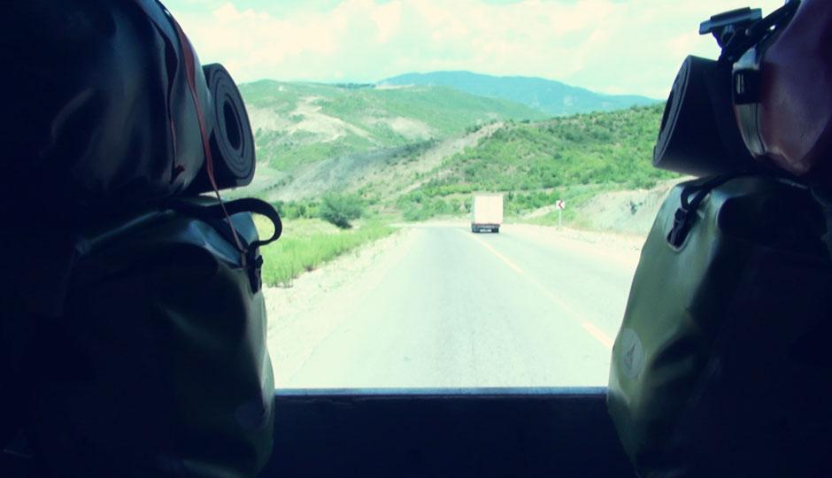 Für zehn Kilometer legen wir die Beine hoch und genießen die Aussicht...