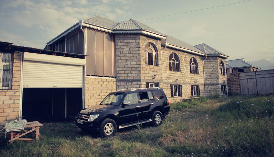 Das Sommerhaus. Normalerweise wohnt die Familie in der Hauptstadt Baku.