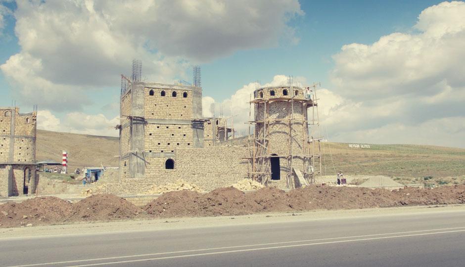 Aserbaidschan befindet sich im Renovierungszustand...