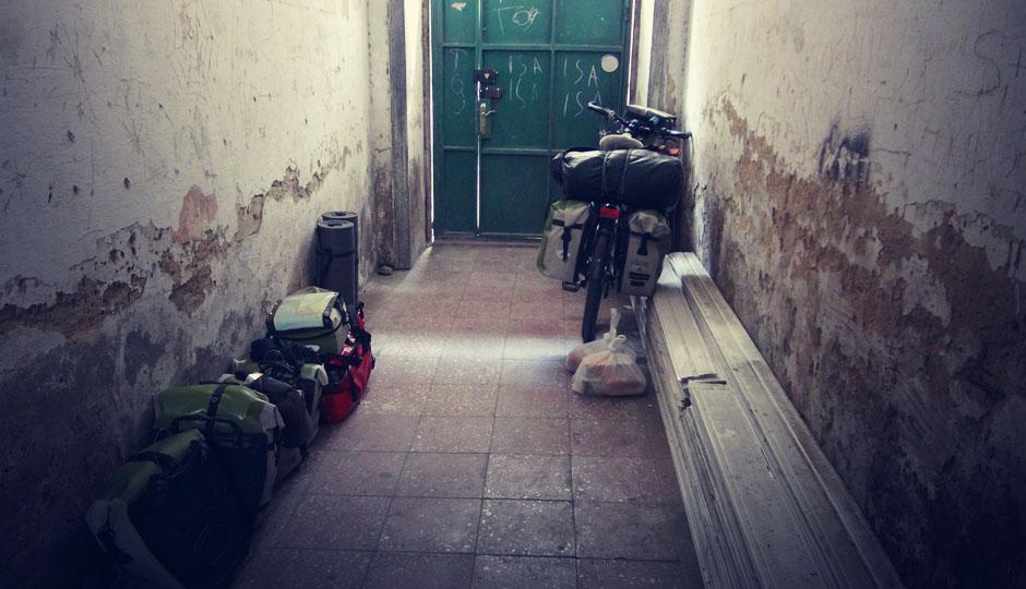 Absatteln und Gepäck inklusive Räder ins Dachgeschoss befördern...