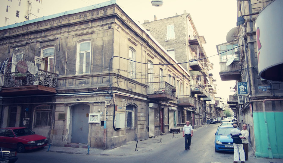 Wir ziehen um und bekommen nun den alten Teil Bakus zu Gesicht...