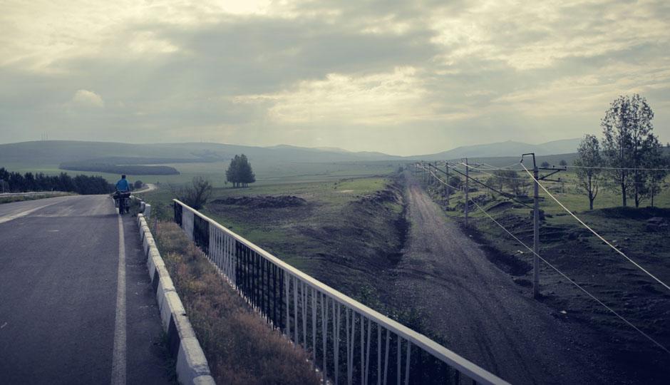 In unserer Karte ist auch eine Zugstrecke in Richtung Tbilisi eingezeichnet. Ob das diese ist? Mit dem Fahrrad sind wir wohl schneller...