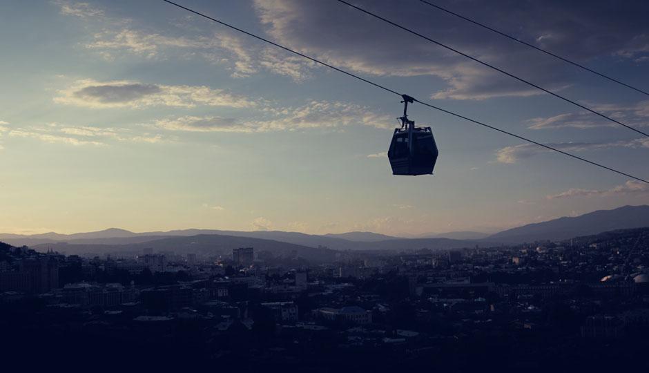 Mit der Gondel geht es am frühen Abend zum Aussichtspunkt hoch über der Altstadt.