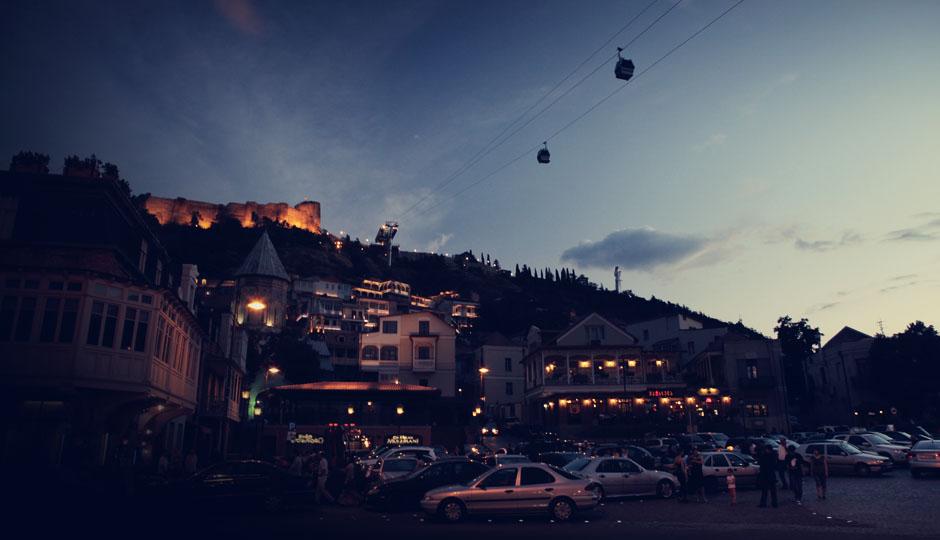 Bei Nacht erstrahlt die frisch renovierte Altstadt in vollem Glanz. Man hofft darauf, dass dieser Ort bald in die Liste der UNESCO aufgenommen wird.