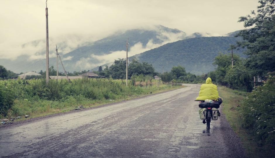 Im Regen geht es am nächsten Morgen weiter nach Lagodekhi, dem letzten georgischen Ort vor der Grenze zu Aserbaidschan