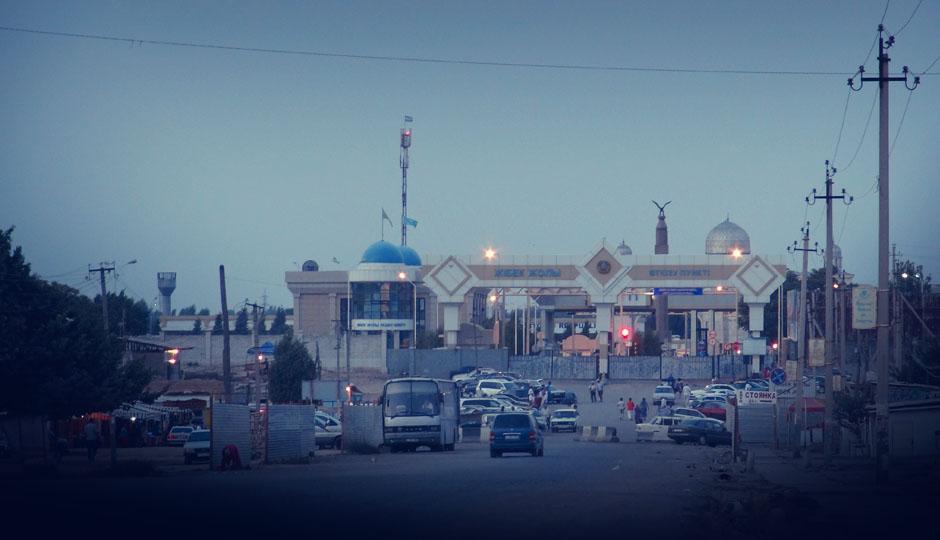 Die Grenze zwischen Kasachstan und Usbekistan