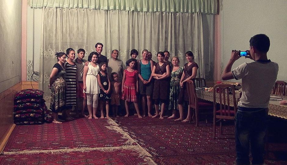 Ein Familienfoto zur Erinnerung: Ausländische Gäste waren hier noch nie!