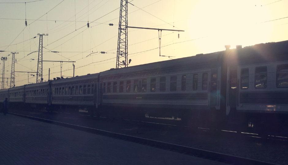 Um 6:00 Uhr erreichen wir im Sonnenaufgang Tashkent...