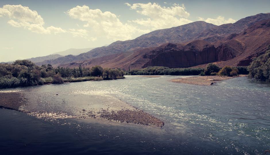 Am Fluss Chu entlang geht es in Richtung des Sees Issik-Köl.