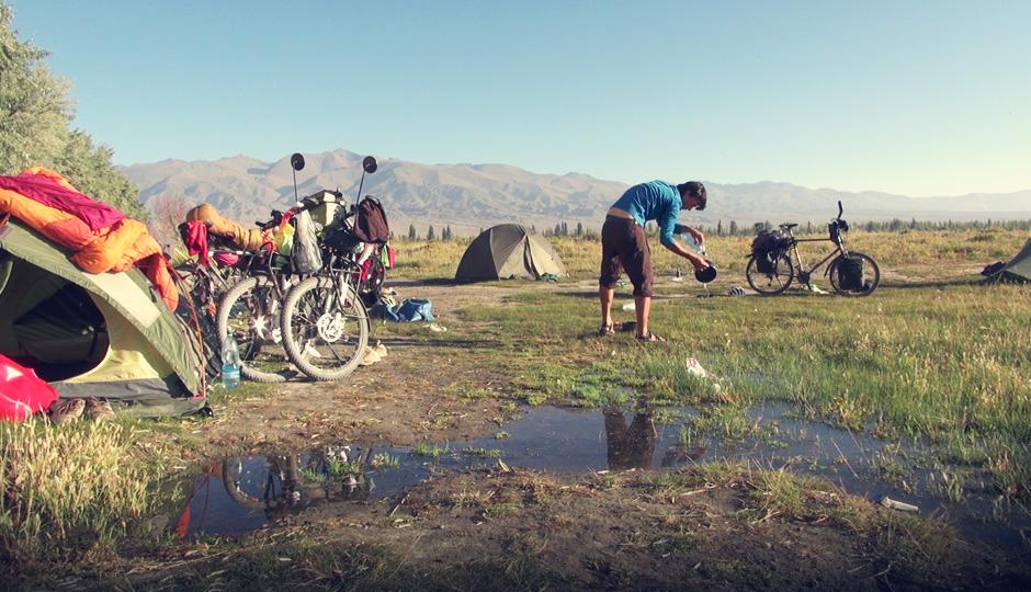 Der inofffizielle Campingplatz ist Treffpunkt für Radreisende