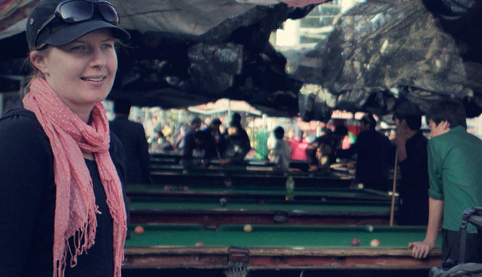 Frauen spielen hier wohl normalerweise kein Billiard. So werden wir während des Spielens neugierig beäugt.