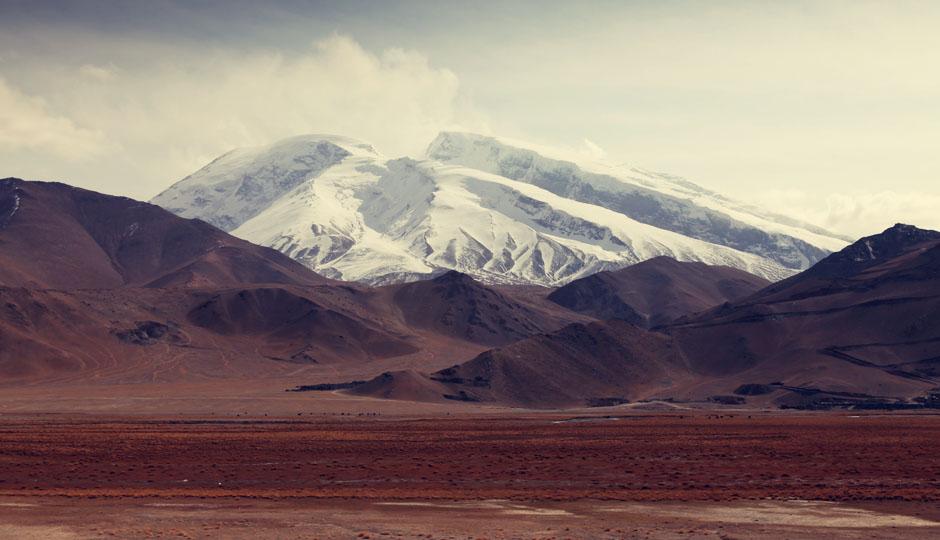 """Der Muztagata ist mit einer Höhe von 7509 m der dritthöchste Gipfel des Pamir-Gebirges. Der Name """"Muztagata"""" ist uigurischen Ursprungs und bedeutet so viel wie """"Vater der Eisberge""""."""