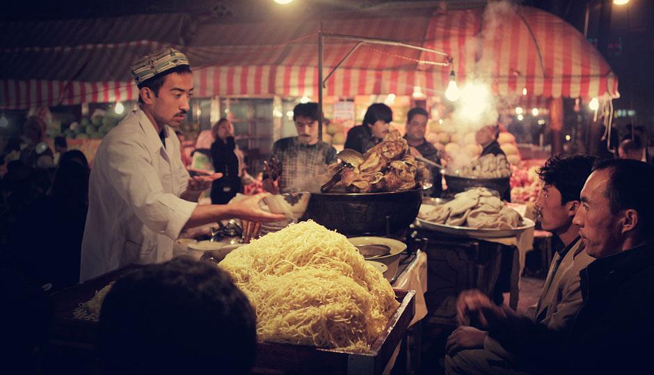 Spaziergang am Abend auf dem Markt: Die Auswahl an Essen ist groß