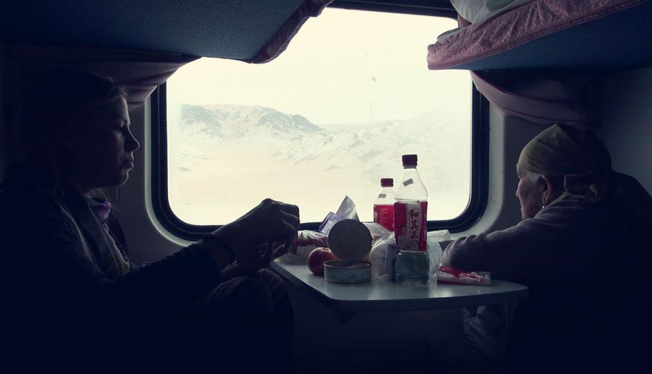 So viel sei verraten: Mit dem Zug geht es Richtung Osten auf die andere Seite der Taklamakan-Wüste..