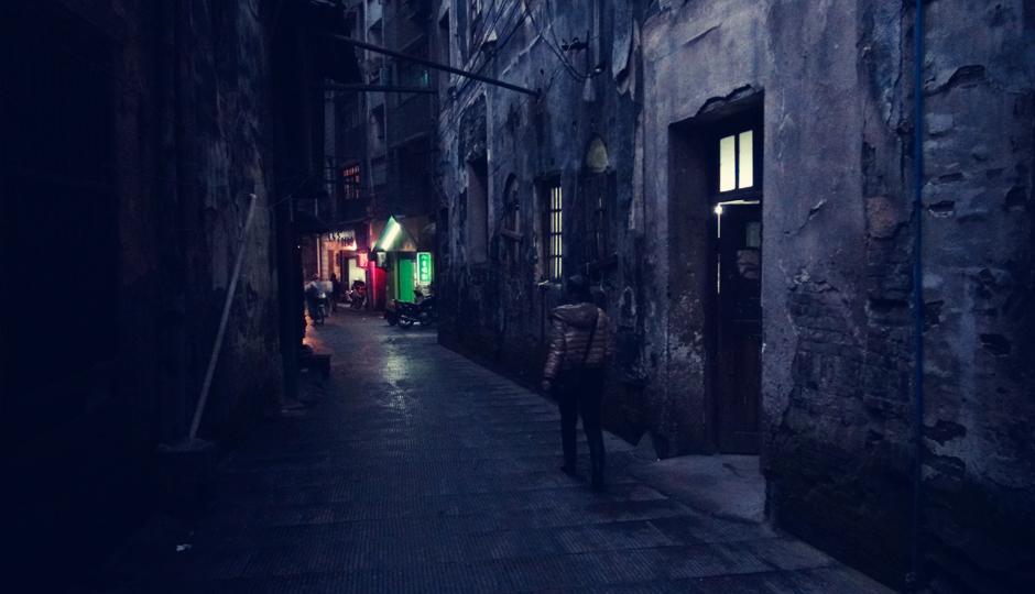 Es ist Winter und die Sonne lässt sich nach 18.00 Uhr nicht mehr blicken - so schlendern wir in der Dunkelheit durch die Gassen von Hongjiang