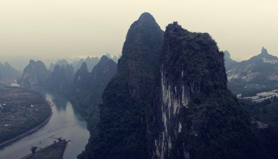 Nach einem anstrengenden Radtag mit viel Auf und Ab durch die zauberhafte Karstlandschaft dürfen wir nun einen ersten Blick auf den Lijiang werfen.