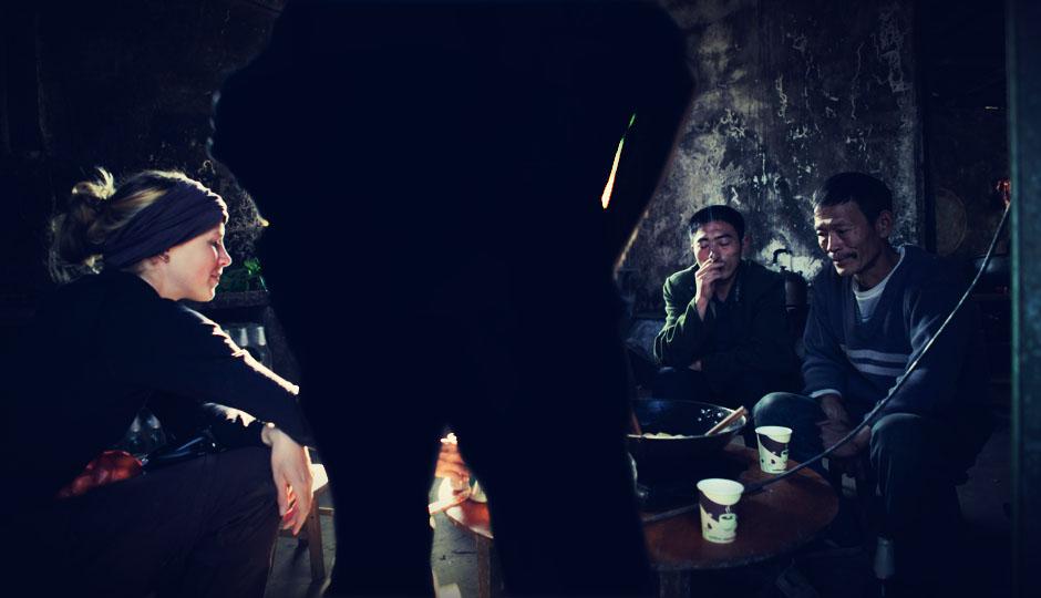 ...und dann sitzen wir mit den freundlichen Männern mit Bier vor dem dampfenden Wok