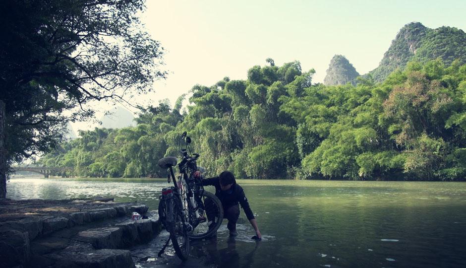 Am nächsten Morgen gehts weiter Richtung Yangshuo. Die wahrscheinlich letzte Etappe unserer Radreise. Doch vorher putzen wir kurz noch die Räder.